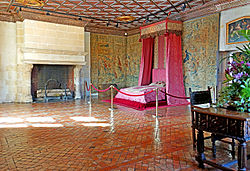 France-001603 - Five Queen's Bedroom (15454900706).jpg