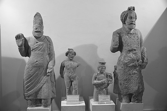 From left to right, an unidentified ruler, Hermes, a female deity, and Sanatruq I.From Hatra. Erbil Civilization Museum.jpg