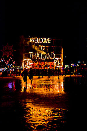 Full Moon Party - A view of the Full Moon Party in front of Tommy Resort at Haad Rin