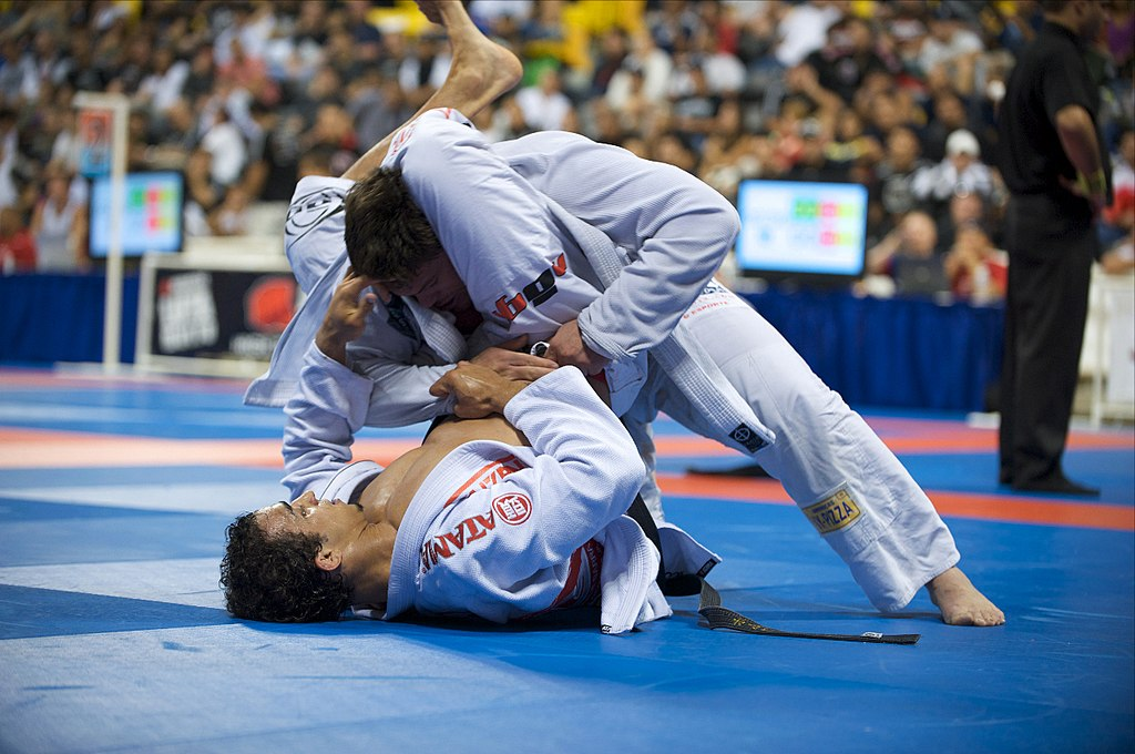 photo of jiu jitsu triangle in a competitive match | image courtesy Wikimedia