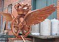 Gammalt DSB-emblem vid Græsted station.jpg