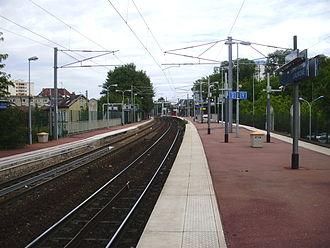 Saint-Ouen-l'Aumône station - Platforms