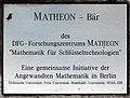 Gedenktafel Straße des 17 Juni 136 (Charl) Matheon Bär.jpg
