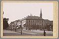 Gezicht op het hotel Vier Jahreszeiten in Wiesbaden Wiesbaden - Hotel Vier Jahreszeiten (titel op object) Die Rheinlande (serietitel op object), RP-F-00-788.jpg