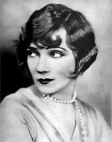 b7a29ec7a99 Мода 1920-х годов — Википедия