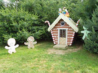 Clark's Elioak Farm - Gingerbread house in the pine tree maze