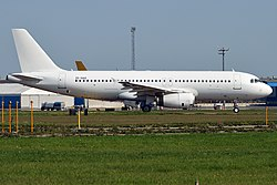 Global Aviation, ZS-GAO, Airbus A320-231 (43460134830).jpg