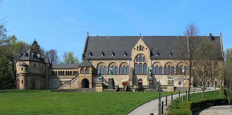 800px-Goslar_Kaiserpfalz_frontal.jpg