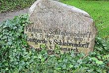 Grabstein Fabian von Schlabrendorff, Luitgarde von Schlabrendorff.