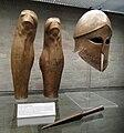 Greaves and Corinthian helmet Denda Staatliche Antikensammlungen 4330.jpg