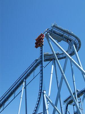 Griffon (roller coaster) - Griffon's lift hill and vertical drop