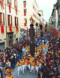 La celebre corsa dei ceri a Gubbio.