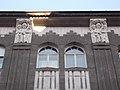 Gyulai P. u. 16, íves ablakok a déli oldalon, 2017 Palotanegyed.jpg