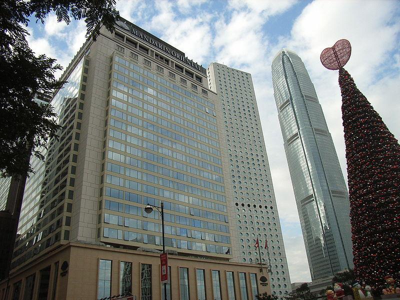 File:HK Statue Square Xmas Tree Mandarin Oriental Hotel.JPG