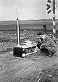 HUA-167440-Afbeelding van twee N.S.-ers met een veldtelefoon langs de spoorlijn nabij Heeze, tijdens onderhoudswerkzaamheden aan de lijn.jpg