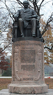 "A statue of a middle-aged gentleman sitting in an impressive chair atop a column about five feet tall. ""To Marcus Alonzo Hanna"" it is marked, with a short message detailing his ""efforts for peace between capital and labor"" given beneath. A year is finally given in Roman numerals near the base: ""MCMVII"", or 1907."
