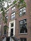 foto van Dubbel huis met gevel van drie traveeën, voorzien van geblokte hoeklisenen onder rechte lijst