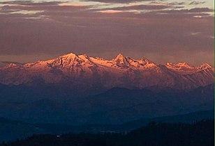 Himalayas as seen from Kumarsain.jpg