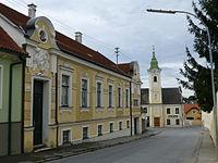 Hohenruppersdorf Yellow House Church 50411.JPG