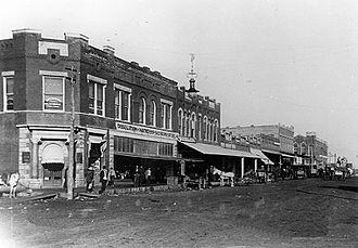 Hugo, Oklahoma - Broadway at Duke looking north, 1910
