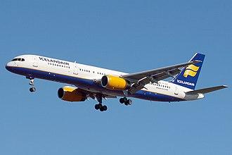 Boeing 757 - Image: Icelandair Boeing 757 256 Wedelstaedt