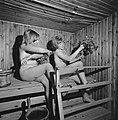 In de sauna. Slaan met berkentakken, Bestanddeelnr 920-4683.jpg