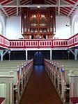 Inselkirche Norderney, Blick auf die Orgelempore.JPG