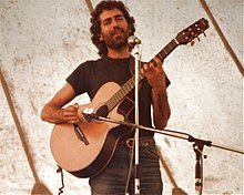 Isaac Guillory, guitarist on stage at Cambridge Folk Festival, July 1985.jpg