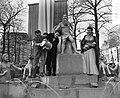 Italiaanse filmsterren Rossano Brazzi en Milly Vitale.Opnamen fontein door stor…, Bestanddeelnr 906-8513.jpg