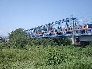 Itsukaichi Line - An E233 series EMU crossing the Tama River between Kumagawa and Higashi-Akiru stations