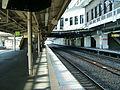 JREast-Tohoku-main-line-Oyama-station-platform.jpg