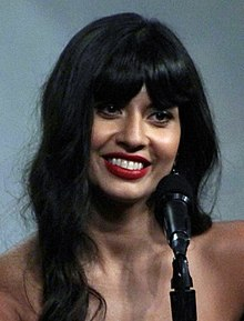 Jameela Jamil at the 2018 Comic-Con International (42913091955) (cropped).jpg