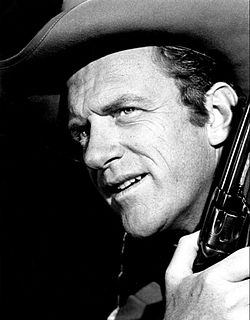 James Arness som sheriff Matt Dillon i TV-serien Krutrök 1966