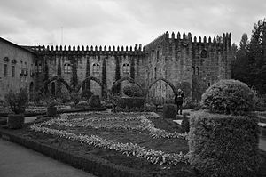 Episcopal Palace, Braga - The medieval wing, including the remains of the 1834 wing burned by fire
