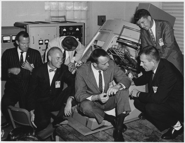 File:John Glenn Jr. and others around capsule - NARA - 278193.tif