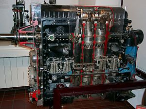 Inline engine (aeronautics) - A cutaway Jumo 205 2-stroke opposed piston diesel engine