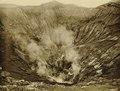KITLV - 75189 - Kurkdjian, Fotograaf George P. Lewis, aldaar werkzaam - Sourabaya, Java - The crater of Gunung Bromo - circa 1920.tif