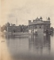 KITLV 100550 - Unknown - Golden temple and sacred source of the Sikhs at Amritsar in British India - Around 1870.tif