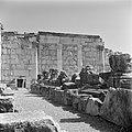 Kapernaum. Gezicht op de gedeeltelijk gereconstrueerde synagoge uit de derde eeu, Bestanddeelnr 255-1527.jpg