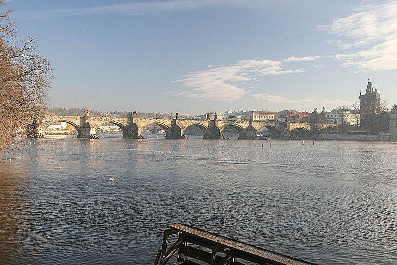 File:Karlův most od Sovových mlýnů.jpg