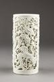 Kinesisk genombruten penselburk gjord av porslin - Hallwylska museet - 95555.tif