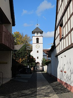 Kirchgäßchen in Neu-Isenburg