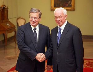 Mykola Azarov - Polish President Bronisław Komorowski and Azarov (30 September 2010)