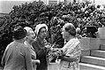 Koningin Juliana wordt gefeliciteerd, Bestanddeelnr 923-6000.jpg