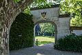 Konolfingen Schloss Huenigen Tor mit Wappen von May.jpg