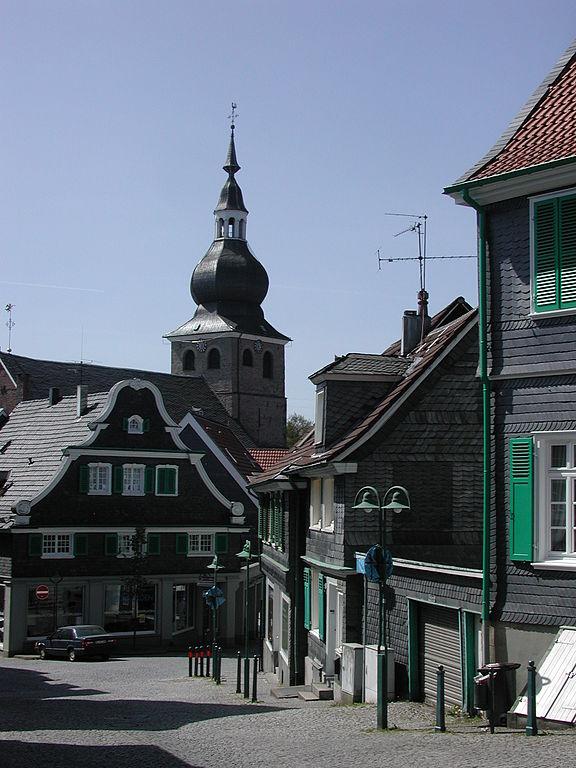 Паломническая церковь в центре Леннепа. Свободное изображение Википедии, автор фотографии Hans Kadereit.
