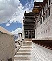 Lhasa-Potala-32-Treppen-Portal-2014-gje.jpg