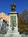 Liège, Vinâve d'Île, statue Vierge à l'Enfant (Del Cour)2.jpg