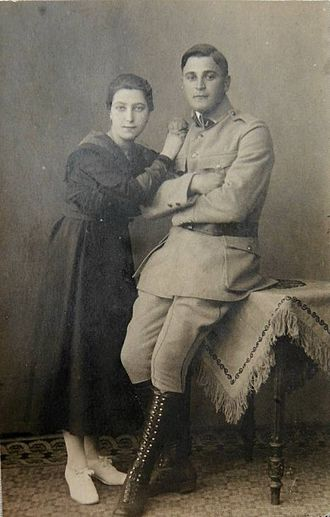 Angela Merkel - Merkel's paternal grandfather, Ludwik Marian Kaźmierczak, in Polish Blue Army uniform, and his then-fiancée Margarethe, Merkel's grandmother.