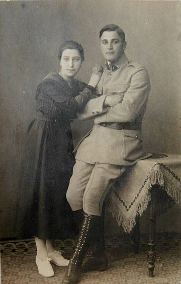 Merkel's paternal grandfather, Ludwik Marian Kazmierczak, in Polish Blue Army uniform, and his then-fiancee Margarethe, Merkel's grandmother. Ludwik Marian Kazmierczak in the uniform of Haller's Army with fiancee Margarethe.jpg